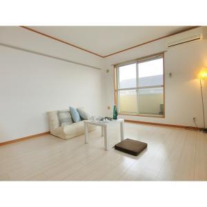 グローリア 部屋写真1 居室・リビング