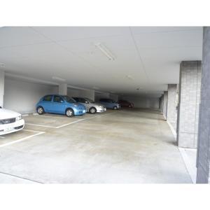 ブランシュール 物件写真3 駐車場
