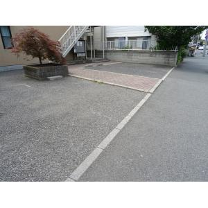 ファミールエムユー 物件写真3 駐車場