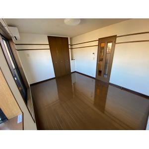 エルメゾンⅠ号棟 部屋写真2 居室・リビング