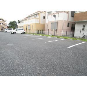 クレシェンテ 物件写真3 駐車場