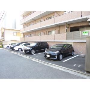 MM Hills Place横濱 物件写真4 建物前面平置き駐車場