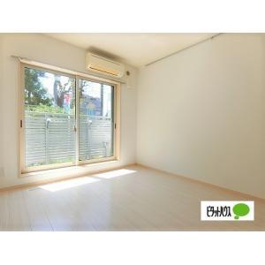ヴェルデ笹塚 部屋写真1 白を基調としたお部屋