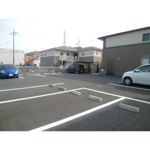プレジール 物件写真3 駐車場