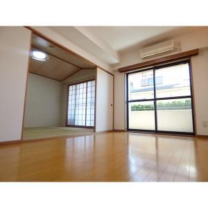 ケンジントンコート成田 部屋写真1 居室・リビング