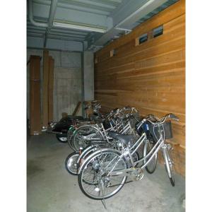 ウエストⅡ 物件写真4 屋根付駐輪場