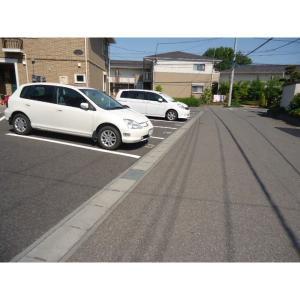 ヴィラ・エスペランサC 物件写真3 駐車場