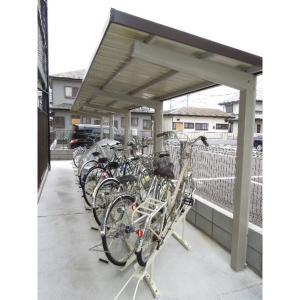 メゾン・ド・カトル 物件写真4 屋根付き駐輪場