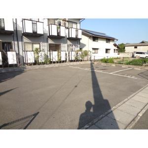 高松市松縄町 アパート 物件写真2 駐車場