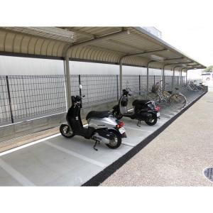 レヴケイヴ 物件写真2 屋根付きバイク置き場