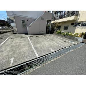 ラ・プラージュ 物件写真2 駐車場