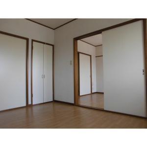 ユーシティ 部屋写真1 居室・リビング
