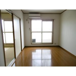 プリムヴェール 弐番館 部屋写真1 居室・リビング