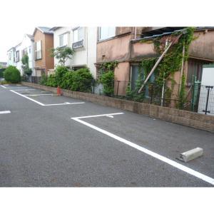江戸川区本一色3丁目 アパート 物件写真5 駐車場