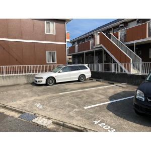 パールハイツB棟 物件写真3 駐車場