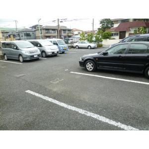 インペリアルコート 物件写真2 駐車場
