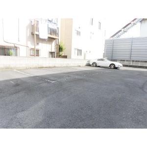 カームマンション 物件写真3 駐車場