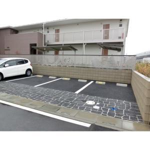 オリュゾン 物件写真3 駐車場