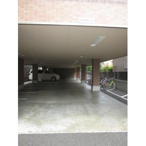 ウッドパレス駒岡 物件写真3 敷地内駐車場あり