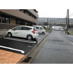 シャンブル 物件写真3 駐車場
