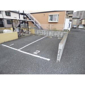プリムローズ 物件写真5 駐車場
