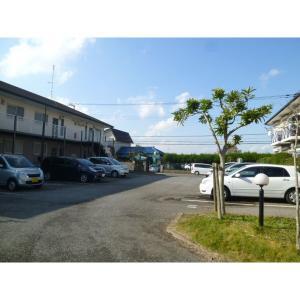 ロイヤル・ガーデン弐番館 物件写真2 駐車場