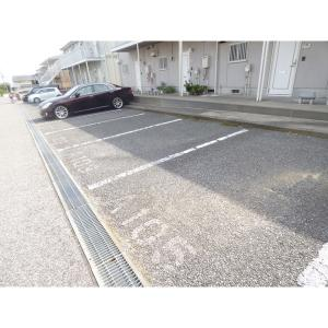 ラブリーハイツA棟 物件写真2 駐車場