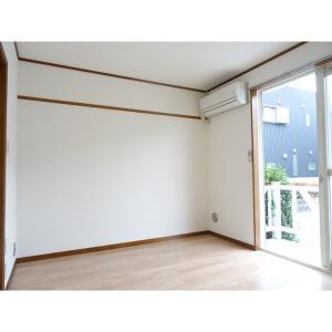 ロイヤルヒルズ五番館 部屋写真1 居室・リビング