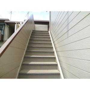 ブルーバードハイツ 物件写真3 階段滑り止め加工済