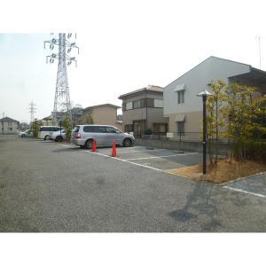 プリムヴェール 物件写真5 駐車場