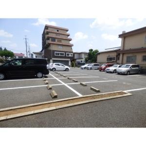 レフィナード 物件写真2 駐車場