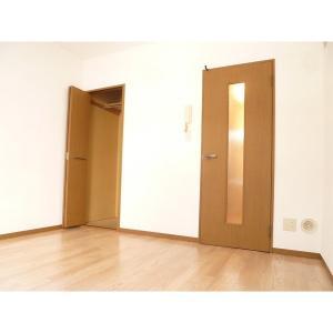 フルーヴカワシマ 部屋写真1 居室・リビング