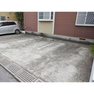 フローラルヴィレッジ 物件写真2 駐車場