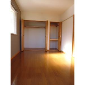 キャッスル A 部屋写真6 2面採光で明るい室内