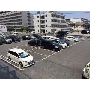 マンションしかたけⅠ 物件写真4 駐車場