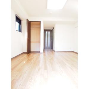 クレセール・タカミ 部屋写真1 居室・リビング