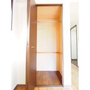クレセール・タカミ 部屋写真6 居室内クローゼット