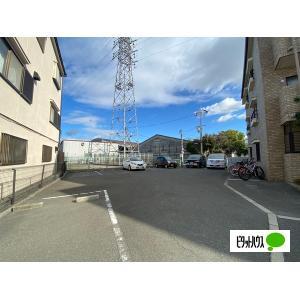 セレブラール摂津 物件写真3 駐車場