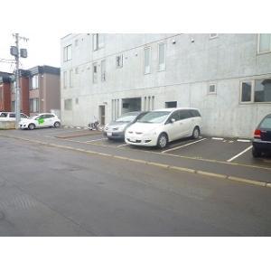 札幌市北区北三十二条西10丁目 マンション 物件写真4 駐車場