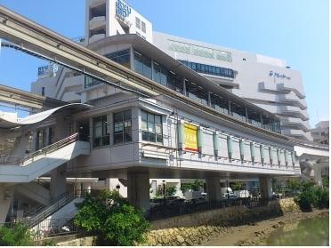 県庁前駅。久茂地川沿いです。