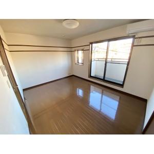 エルメゾンⅠ号棟 部屋写真1 居室・リビング