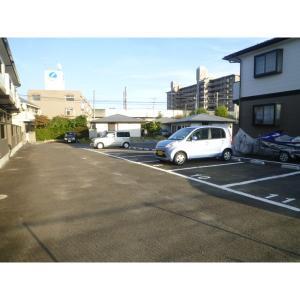 プレミールⅡ 物件写真2 駐車場