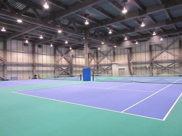 雨の日も室内でテニス