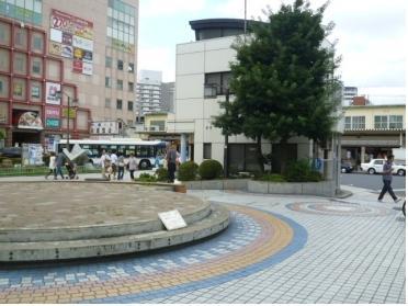 南口駅前広場(喫煙スペースあり)